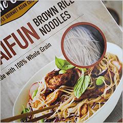 玄米ヌードルの定番、コシのあるビーフン麺