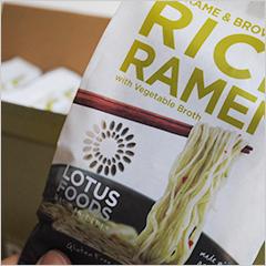 ビーガン対応・スーパーヘルシーな玄米ラーメン【Lotus Foods】